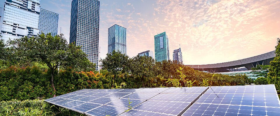 Asite_Blog_Countries_are_Driving_Construction_Decarbonization_Solar_Panel_Buildings