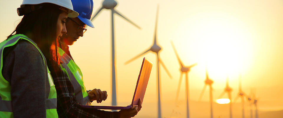 Asite_Blog_Countries_are_Driving_Construction_Decarbonization_Wind_Turbines_Workers